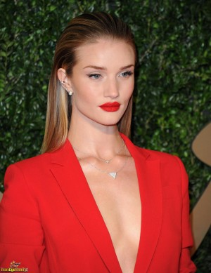 Rosie_Huntington-Whiteley_2395694_BestEyeCandyCOM-300x389