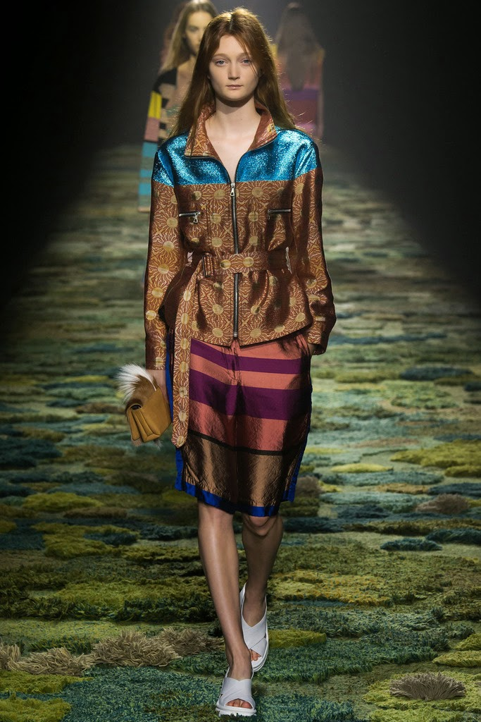 dries_van_noten_pasarela_475201210_683x