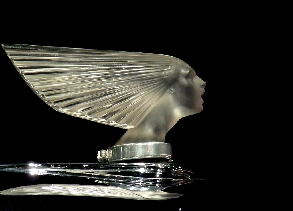 1024px-Lalique_-Spirit_of_the_Wind-_Mascot_-_Flickr_-_ingridtaylar