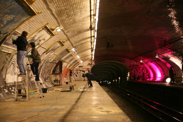 Abandoned-Ghost-Metro-Stations-Of-Paris-11