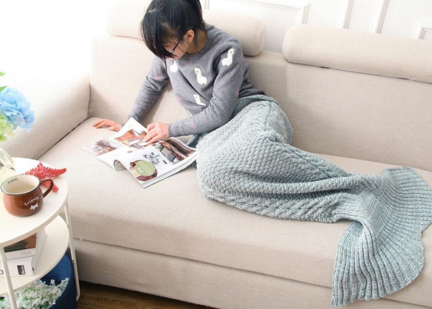 blue-mermaid-tail-blanket-designrulz-2