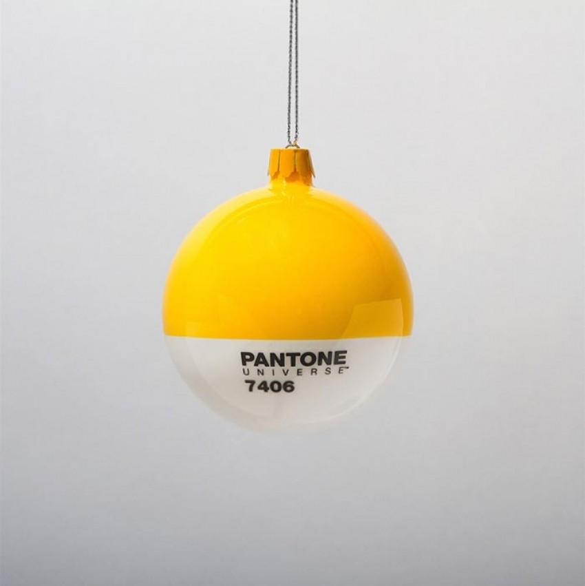 pantone-christmas-glass-ornaments-1