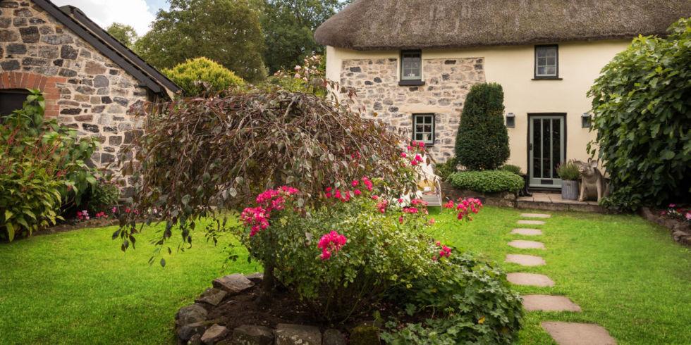 Идилична куќичка со тајна градина