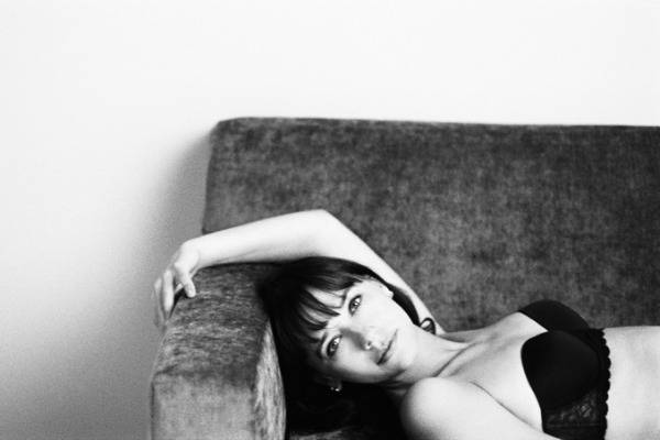 Новата кампања на Calvin Klein Underwear со познати глумици