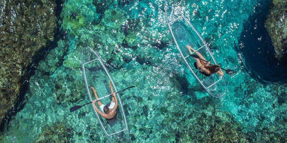 Кристален кајак за уживање во вода