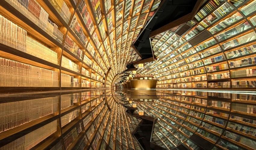 Библиотеката Yangzhou Zhongshuge е безконечен тунел од книги