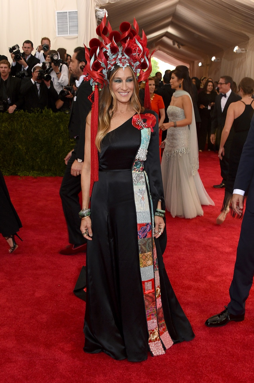 "NEW YORK, NY - MAY 04:  Sarah Jessica Parker attends the ""China: Through The Looking Glass"" Costume Institute Benefit Gala at the Metropolitan Museum of Art on May 4, 2015 in New York City.  (Photo by Larry Busacca/Getty Images)"