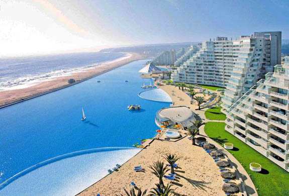 Picture taken 15 January, 2008 and released by the San Alfonso del Mar seaside resort in Algarrobo, 95 km west from Santiago, of its huge lagoon and surrounding condominiums. Acknowledged by the Guinness World Records as the world's largest swimming pool, the lagoon measures 1,013 metres (3,323 ft)) in length, covers an area of eight hectares (20 acres), contains 250,000 cubic meters of water and is navigable in small boats. AFP PHOTO SAN ALFONSO DEL MAR PRESS OFFICE HORIZONTAL