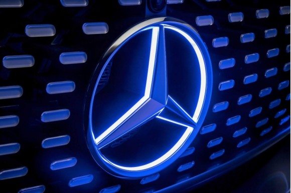 teaser-for-mercedes-benz-autonomous-car-concept-debuting-at-2015-consumer-electronics-show_100494964_l