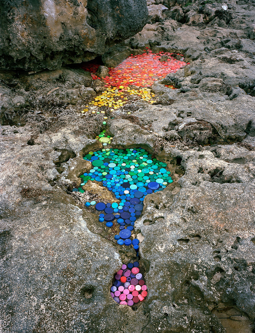washed-up-trash-installations-alejandro-duran-1-880