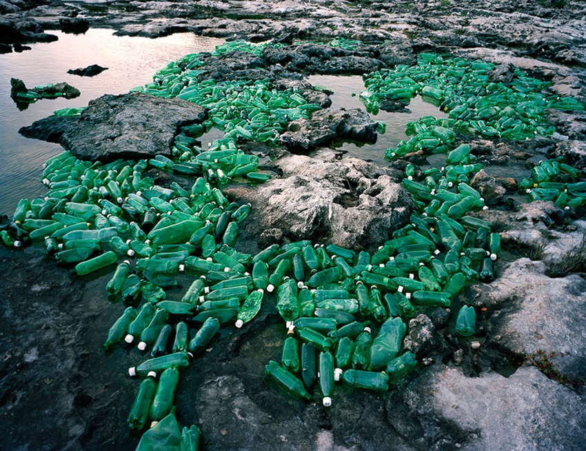 washed-up-trash-installations-alejandro-duran-2-880
