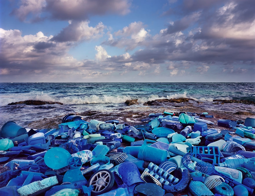washed-up-trash-installations-alejandro-duran-8-880