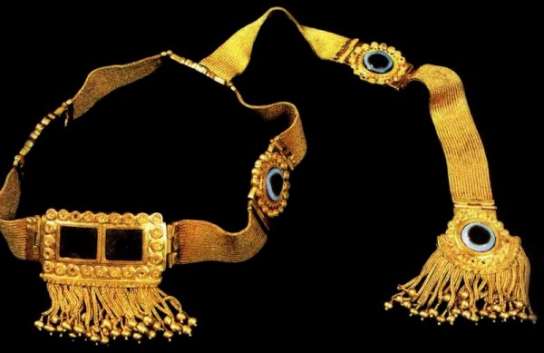 Copy_of_Nimrud_headdress