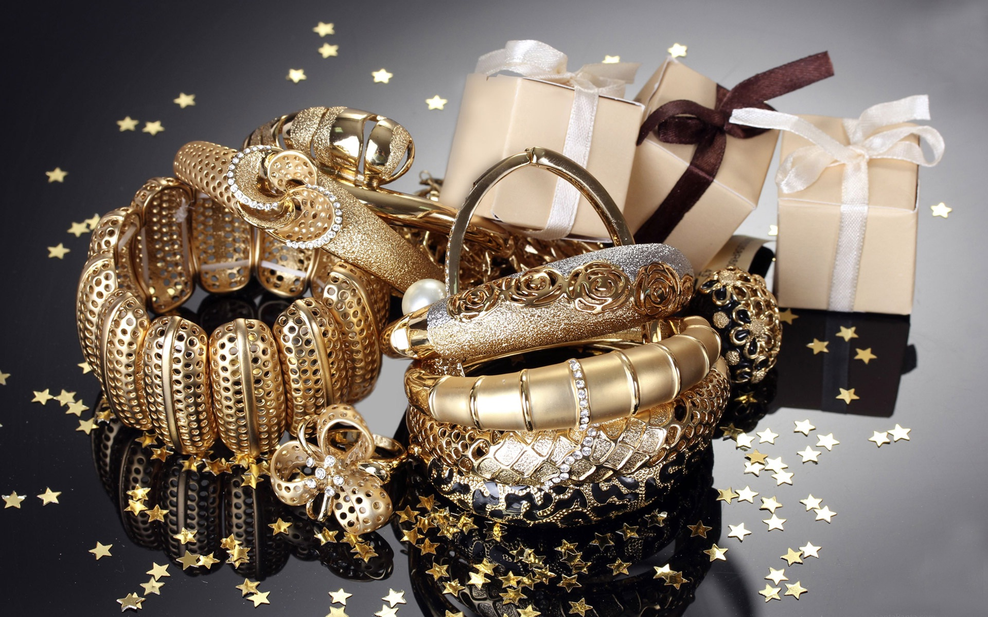 Gold-ornament-gifts