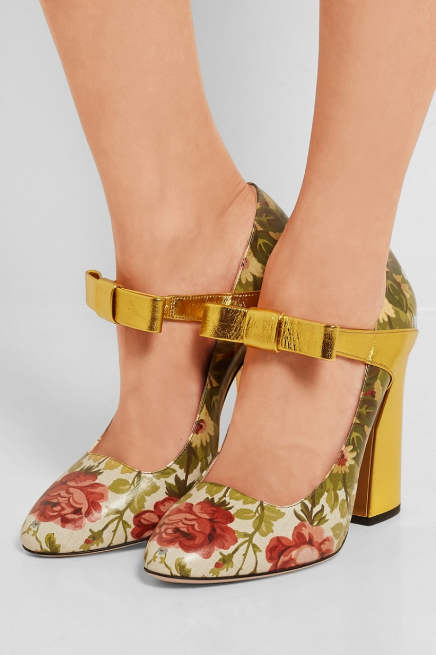 gucci-floral-print-textured-leather-pumps