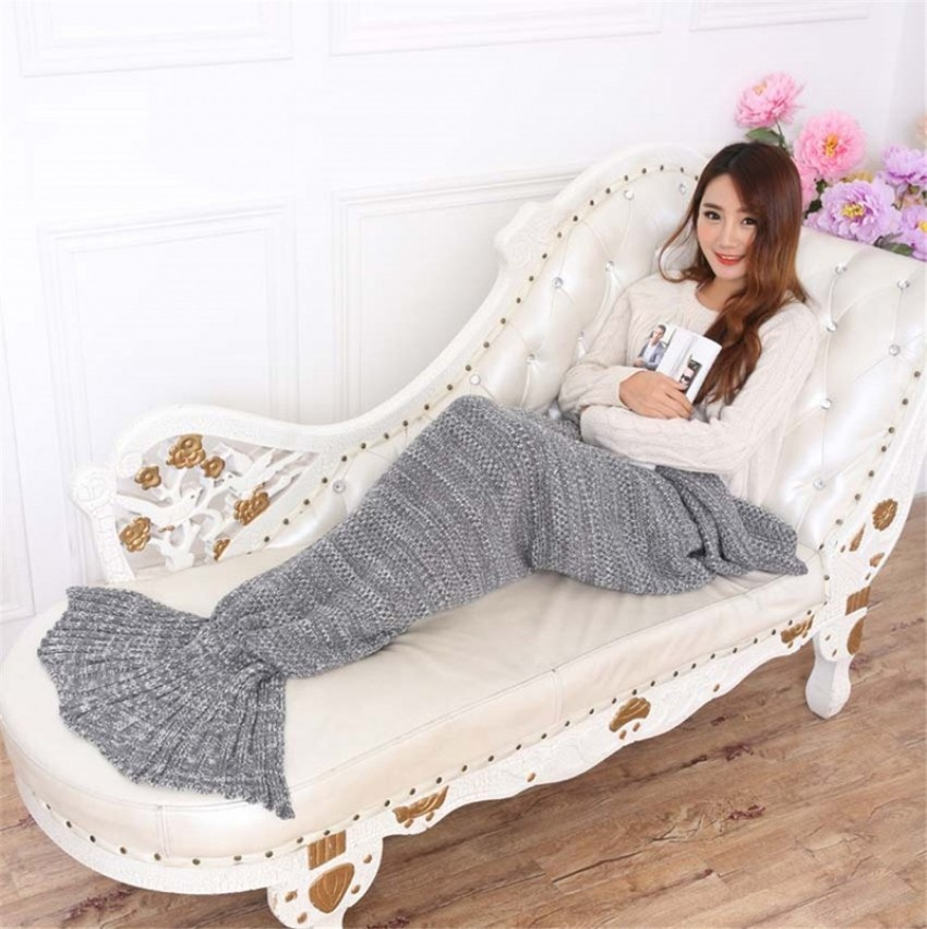 blue-mermaid-tail-blanket-designrulz-1