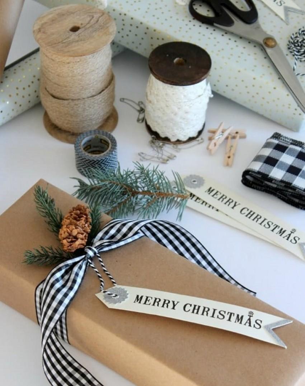 gift-wrap-printedribbon-1