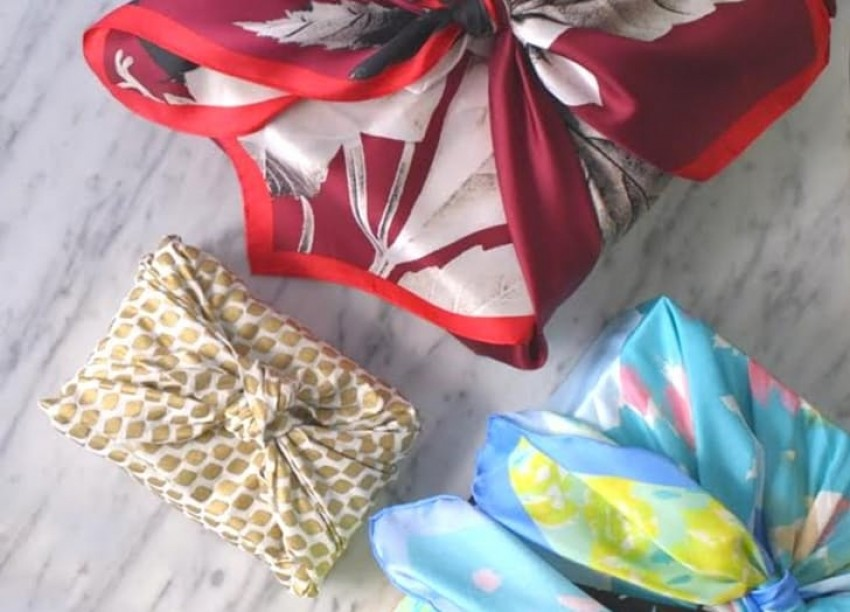 gift-wrap-scarves