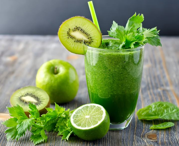 green-smoothie-gray-table